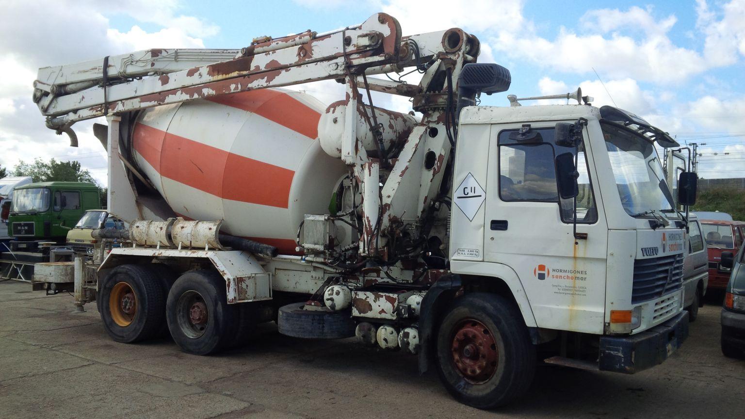 Left hand drive Volvo FL10 6X4 10 tyres 26 Ton concrete pump / concrete mixer