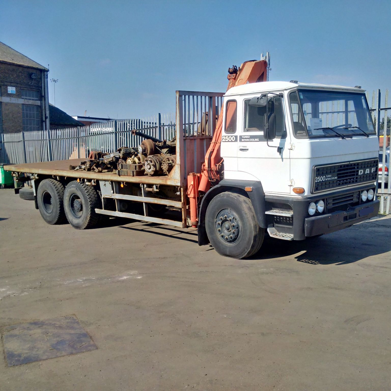 Left hand drive DAF 2500 10 tyres 26 Ton flat lorry. Low miles.