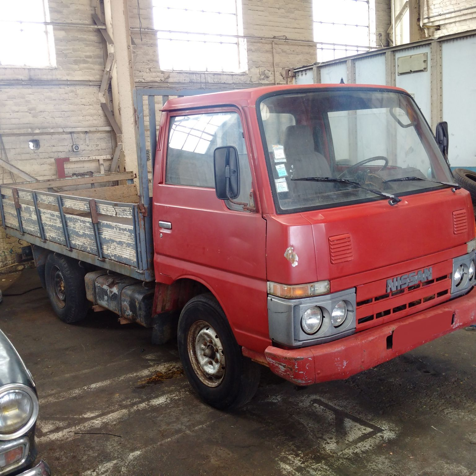Left hand drive Nissan Cabstar TD25 single wheel truck
