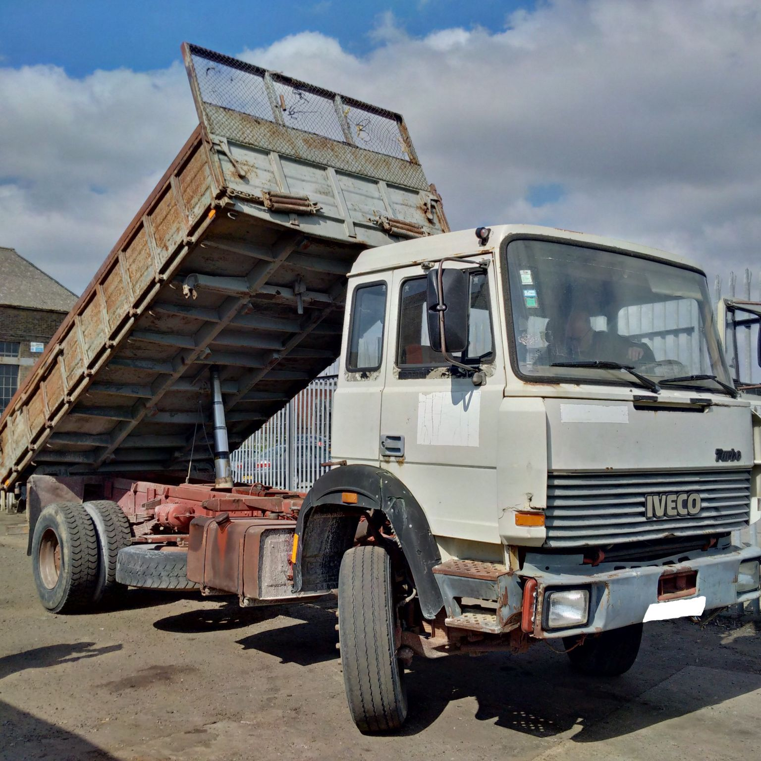 Left hand drive Iveco 190.30 4×2 3 way tipper