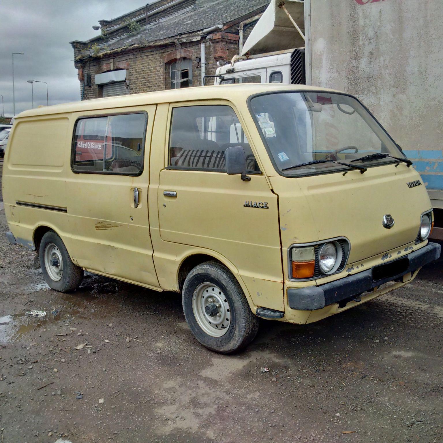 Left hand drive Toyota Hiace 2.2 diesel mini bus