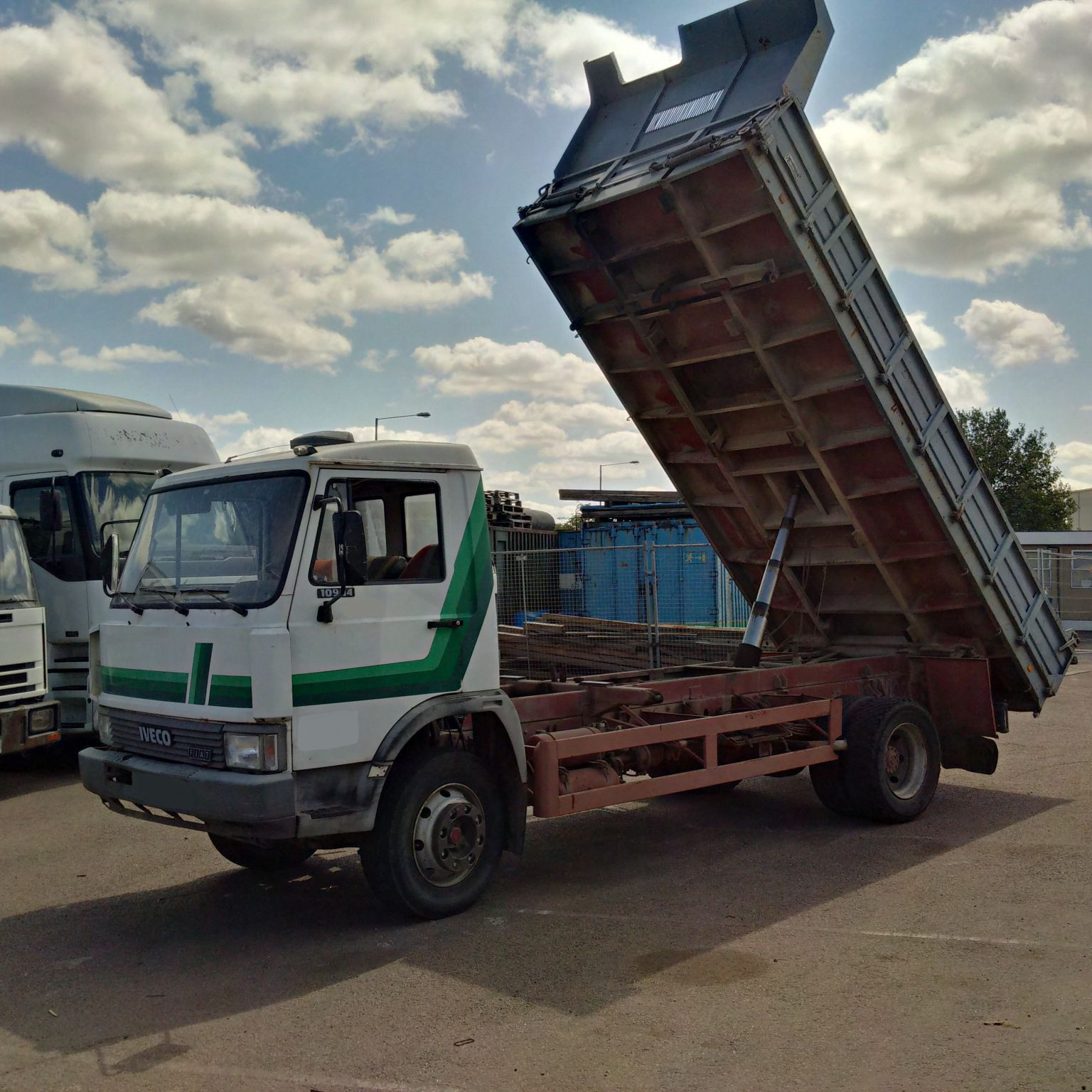 Left hand drive Iveco 109-14 11 Ton 3 way tipper. Low miles.