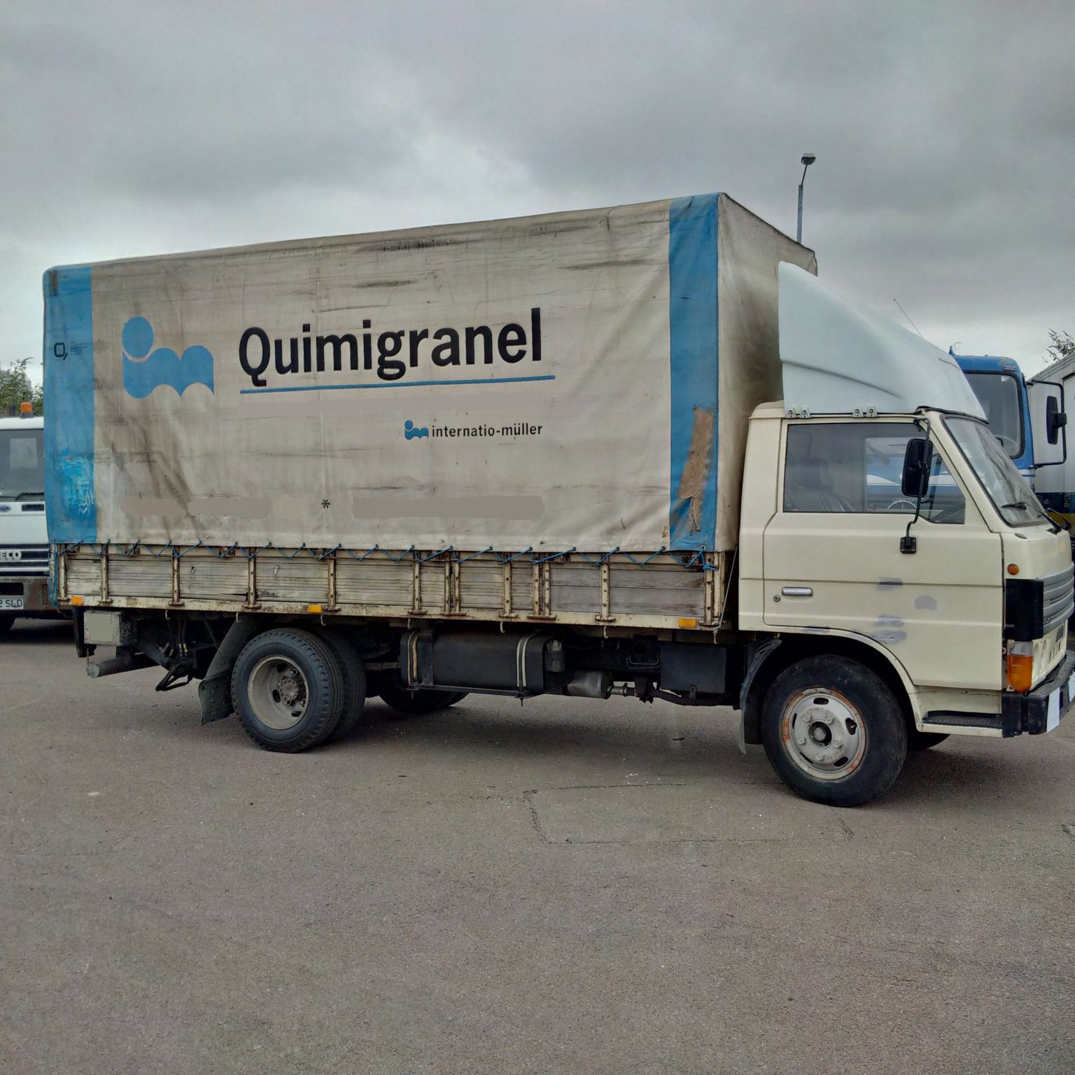 Left hand drive Mazda T3500 7.5 Ton 6 tyres tilt lorry with tail lift. On springs suspension.