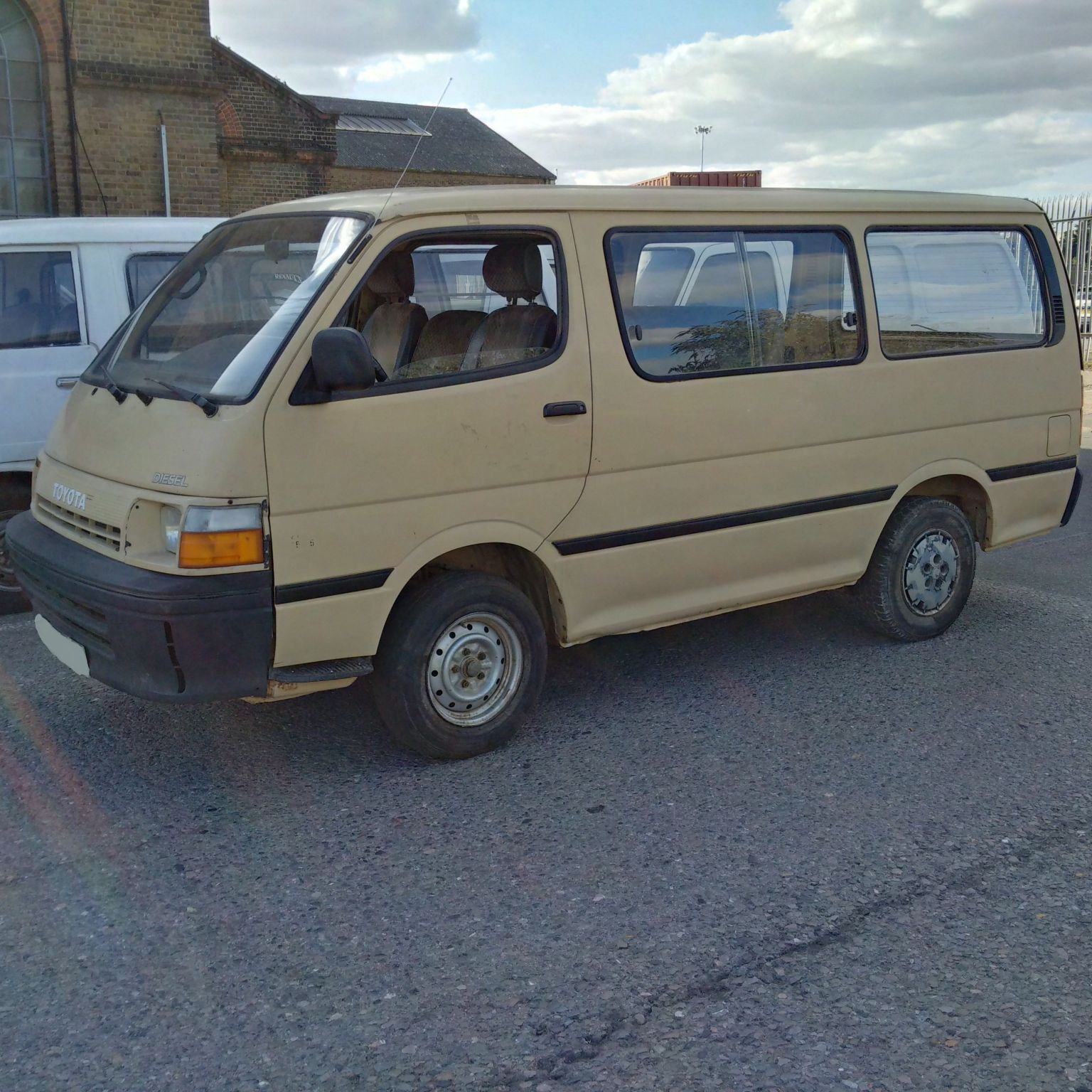 Left hand drive Toyota Hiace H15 2.4 diesel mini bus. Year: 1992