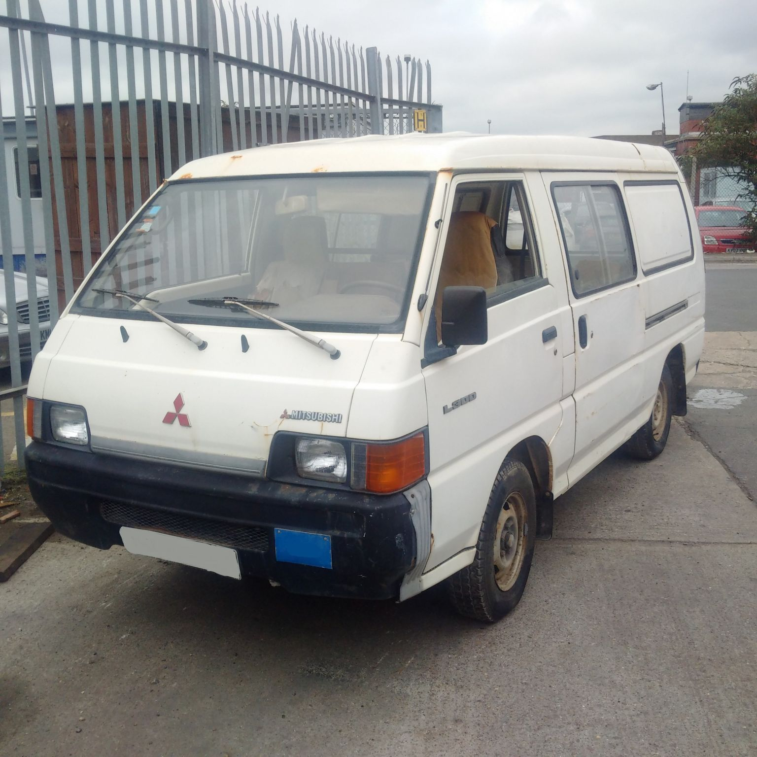Left hand drive Mitsubishi L300 P15 2.5 diesel double sliding door long wheel base mini bus.