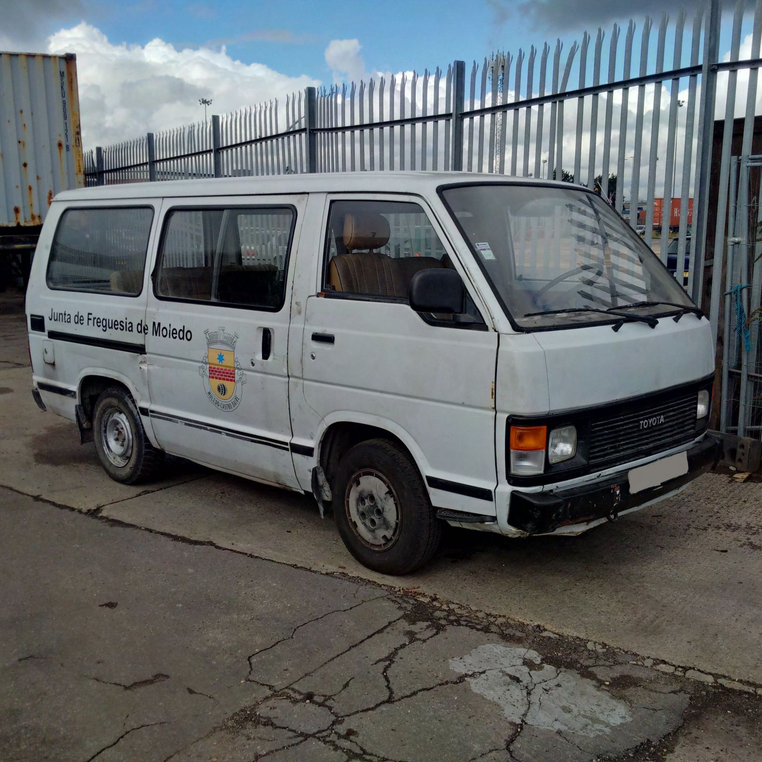 Left hand drive Toyota Hiace H12 2.4 diesel 9 seats mini bus.