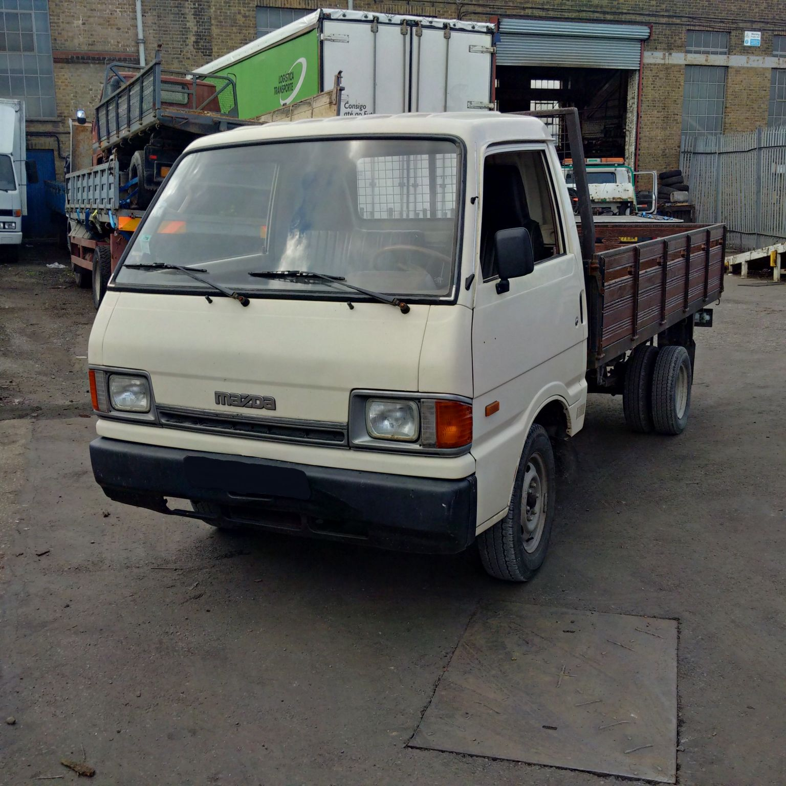 Left hand drive Mazda E2200 6 tyres 3.5 Ton pick up truck. Year: 1991.