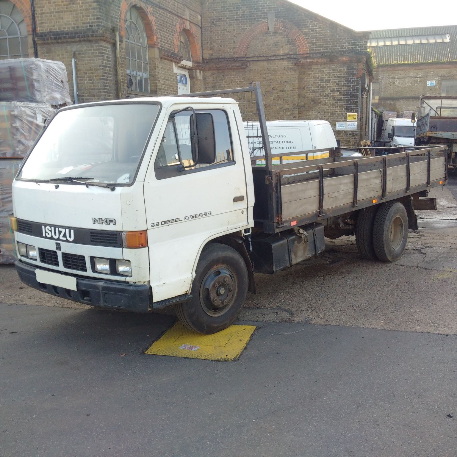 Left hand drive Isuzu NKR 3.3 diesel 6.0 Ton 6 tyres truck