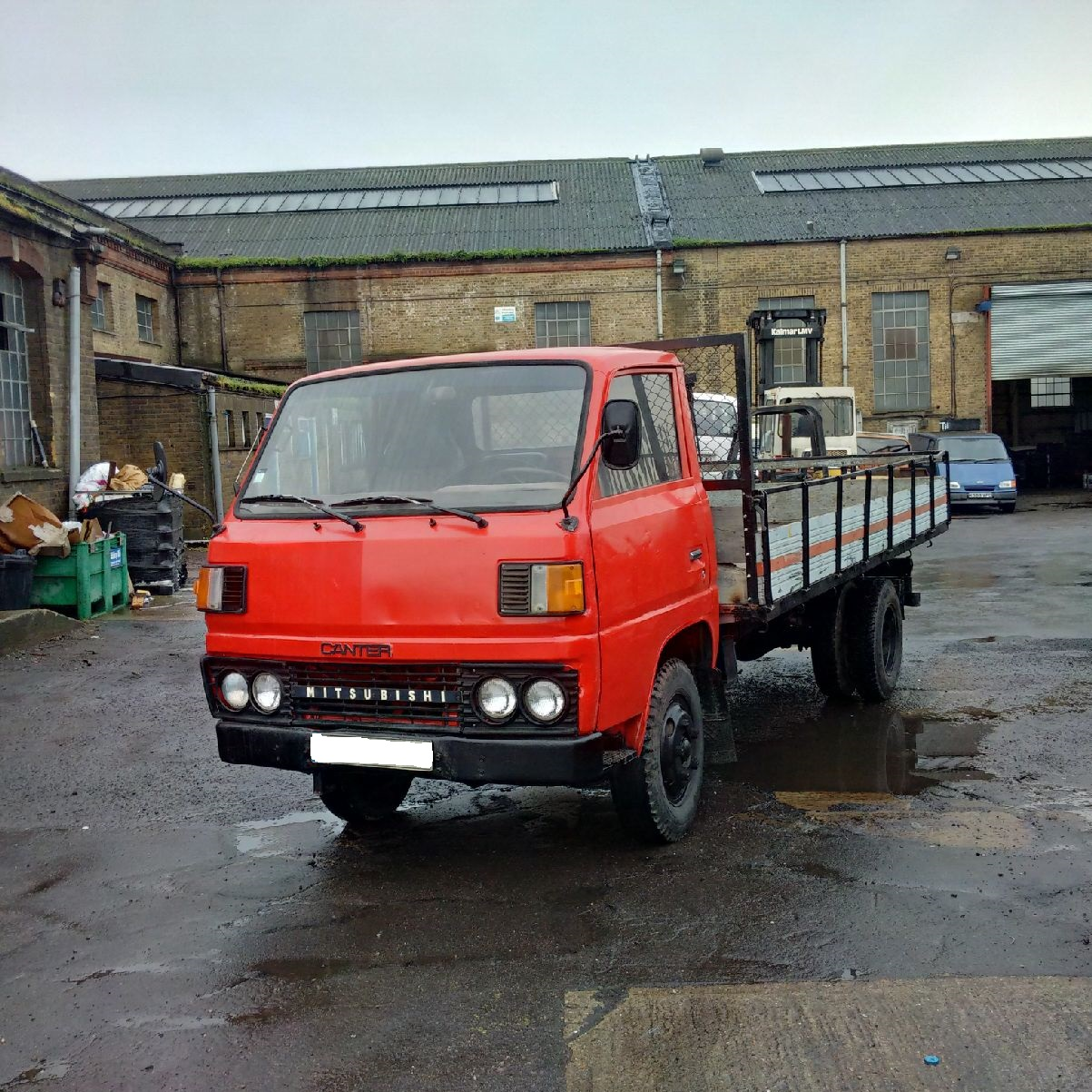 Left hand drive Mitsubishi Canter FE110 6 tyres 3.5 Ton truck. Low miles.
