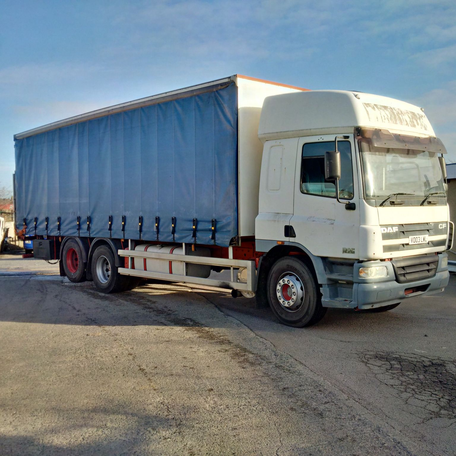DAF CF75.310 6X2 10 tyres 26 Ton curtainsider with tail lift.