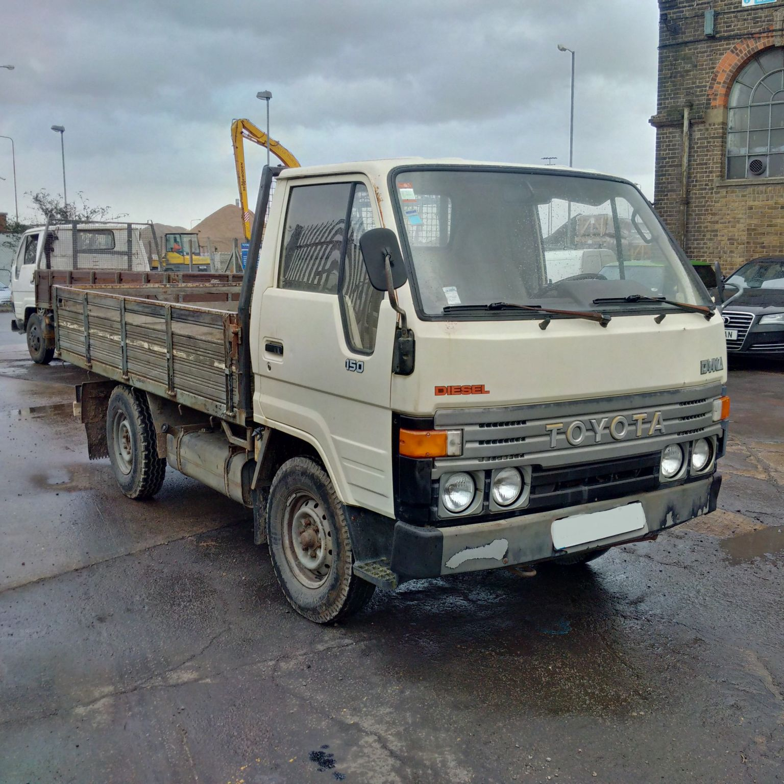 Left hand drive Toyota Dyna 150 2.5 diesel 3.5 Ton single wheel pick up truck. MOT till October 2016