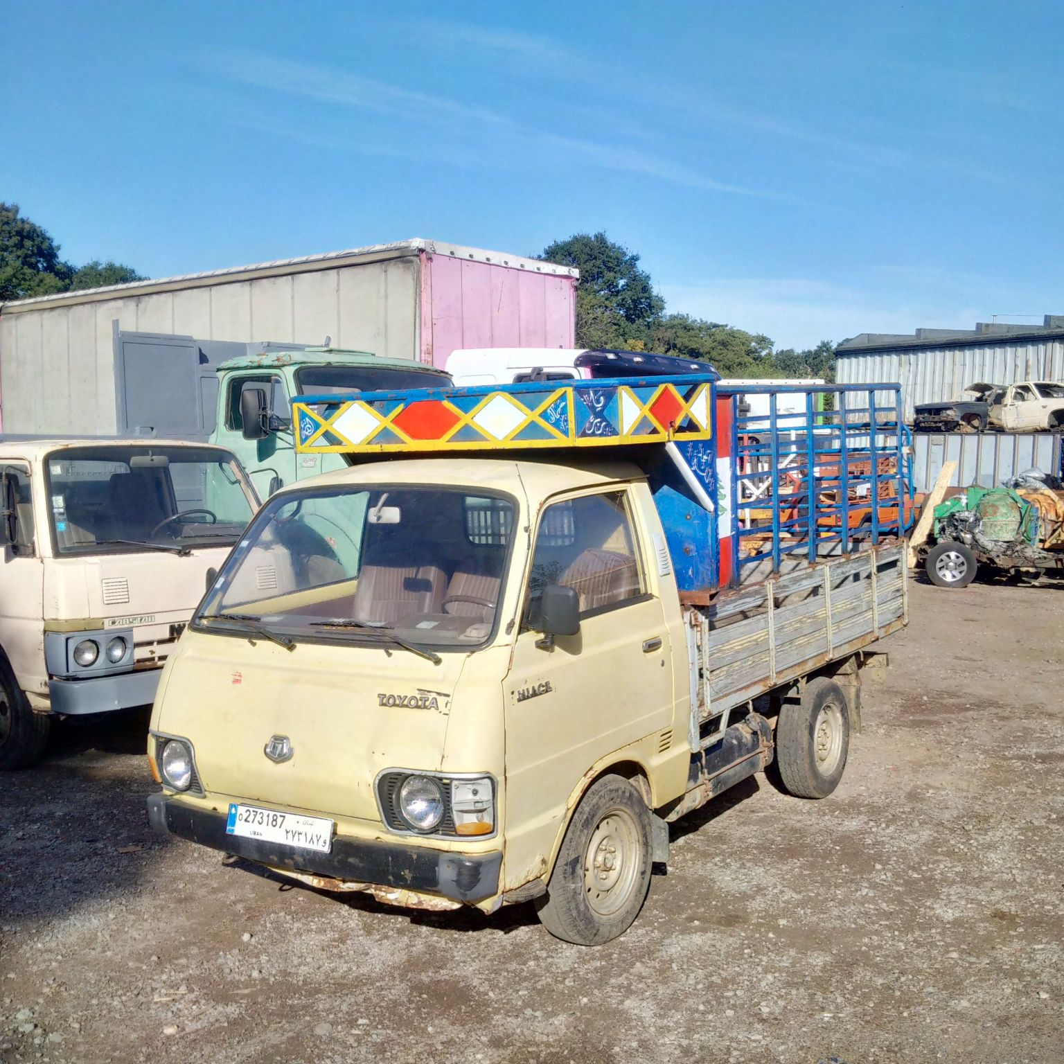 Left hand drive Toyota Hiace 2.2 diesel 2.5 Ton pick up truck. 1 L engine.