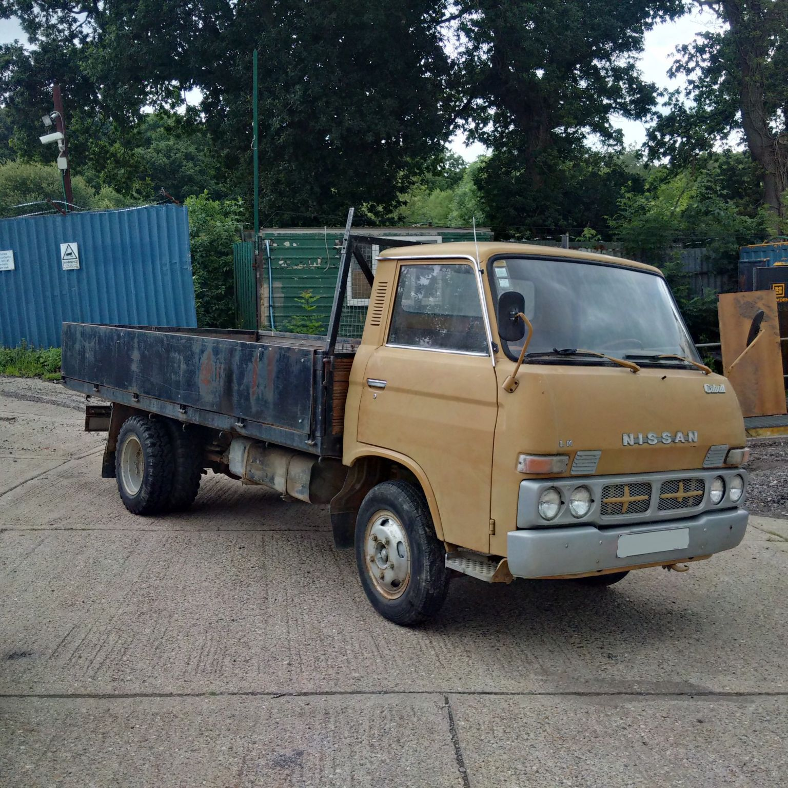 Left hand drive Nissan Caball 3.5 Ton 6 tyres truck. On springs suspension.