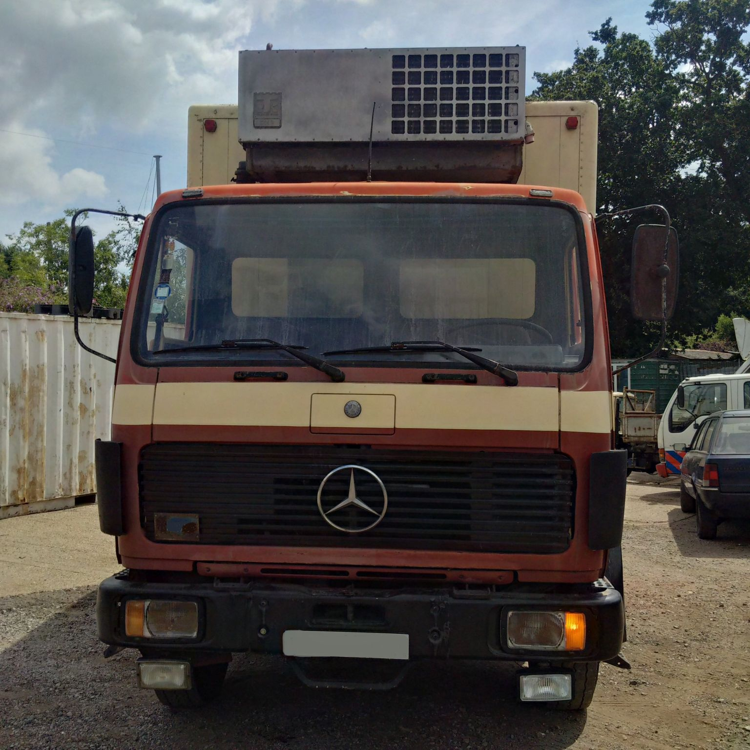 Left hand drive mercedes benz 1617 17 ton fridge freezer for Mercedes benz flash drive with box