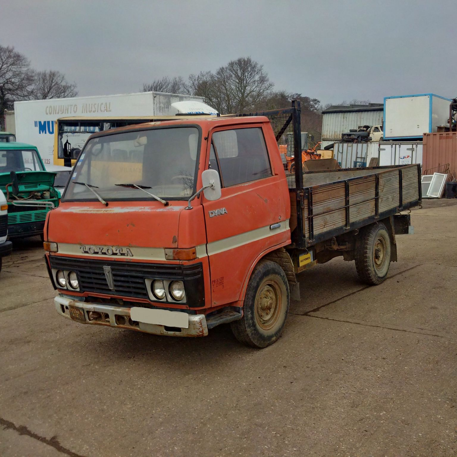 Left hand drive Toyota Dyna 200 3.5 Ton single wheel truck.