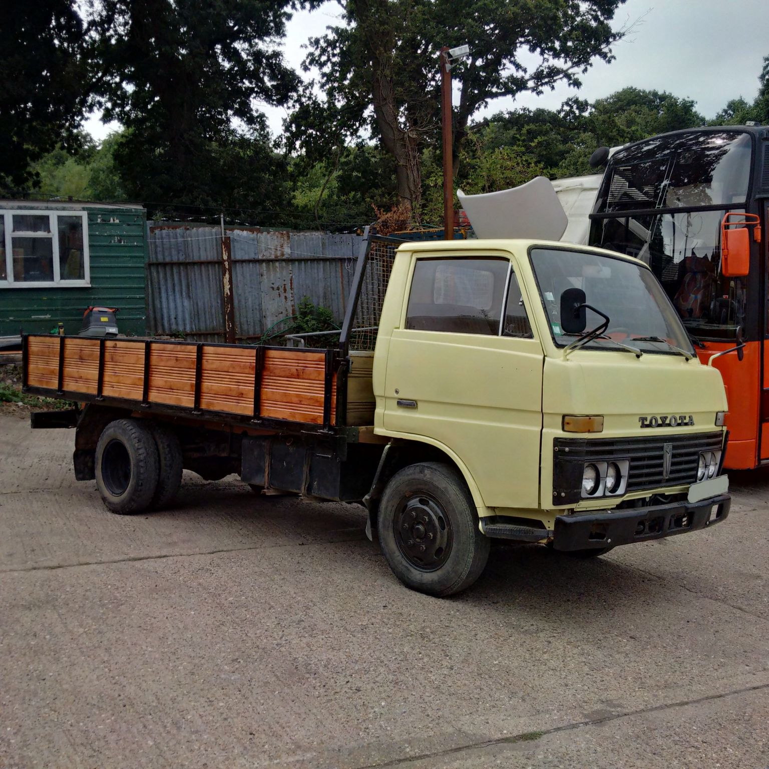 Left hand drive Toyota Dyna 300 6 tyres truck