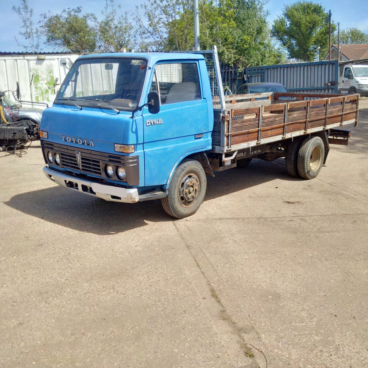 Left hand drive Toyota Dyna 300/BU30 3.0 diesel 6 tyres 3.5 Ton truck. On 6 studs.