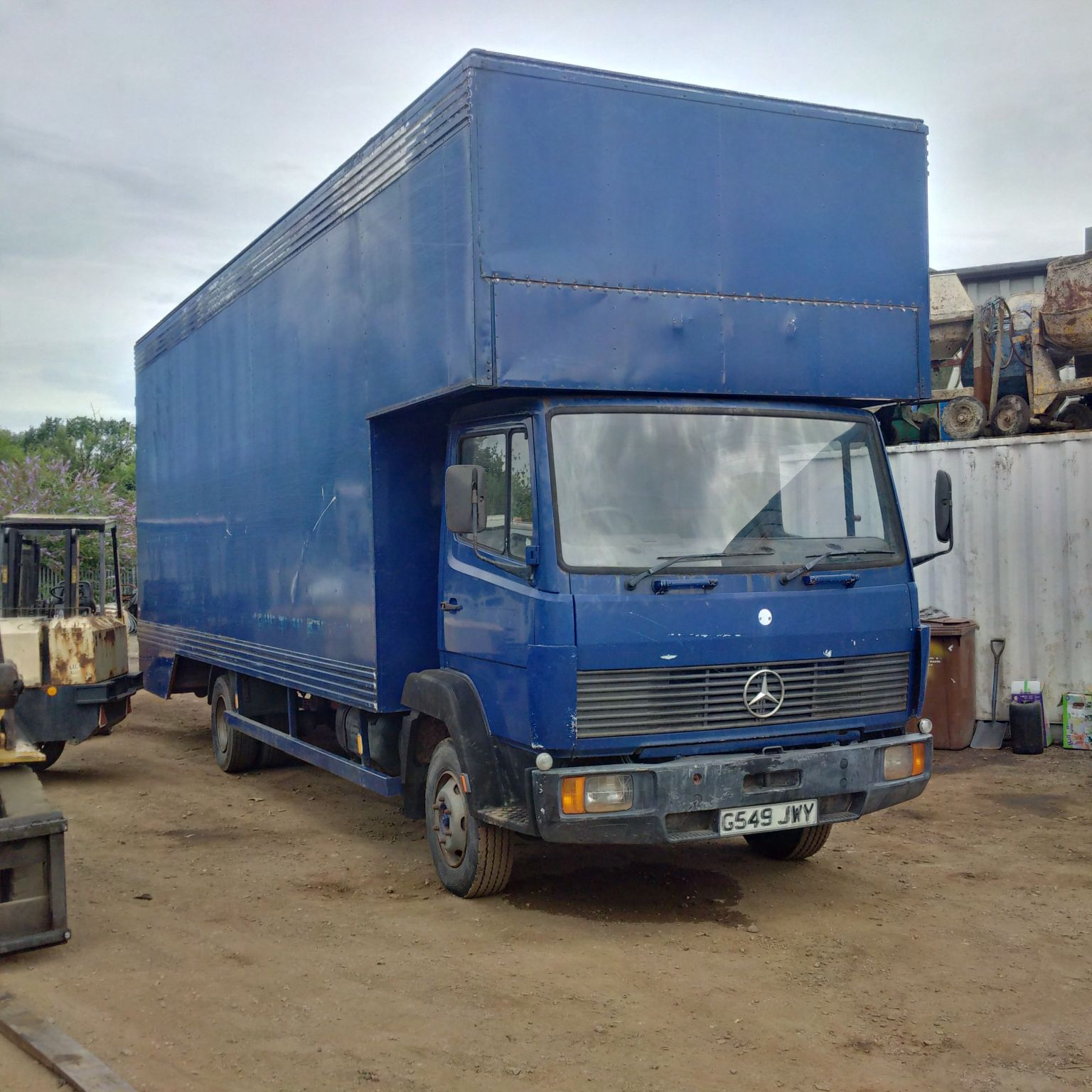 Mercedes Benz 814 7.5 Ton box lorry.