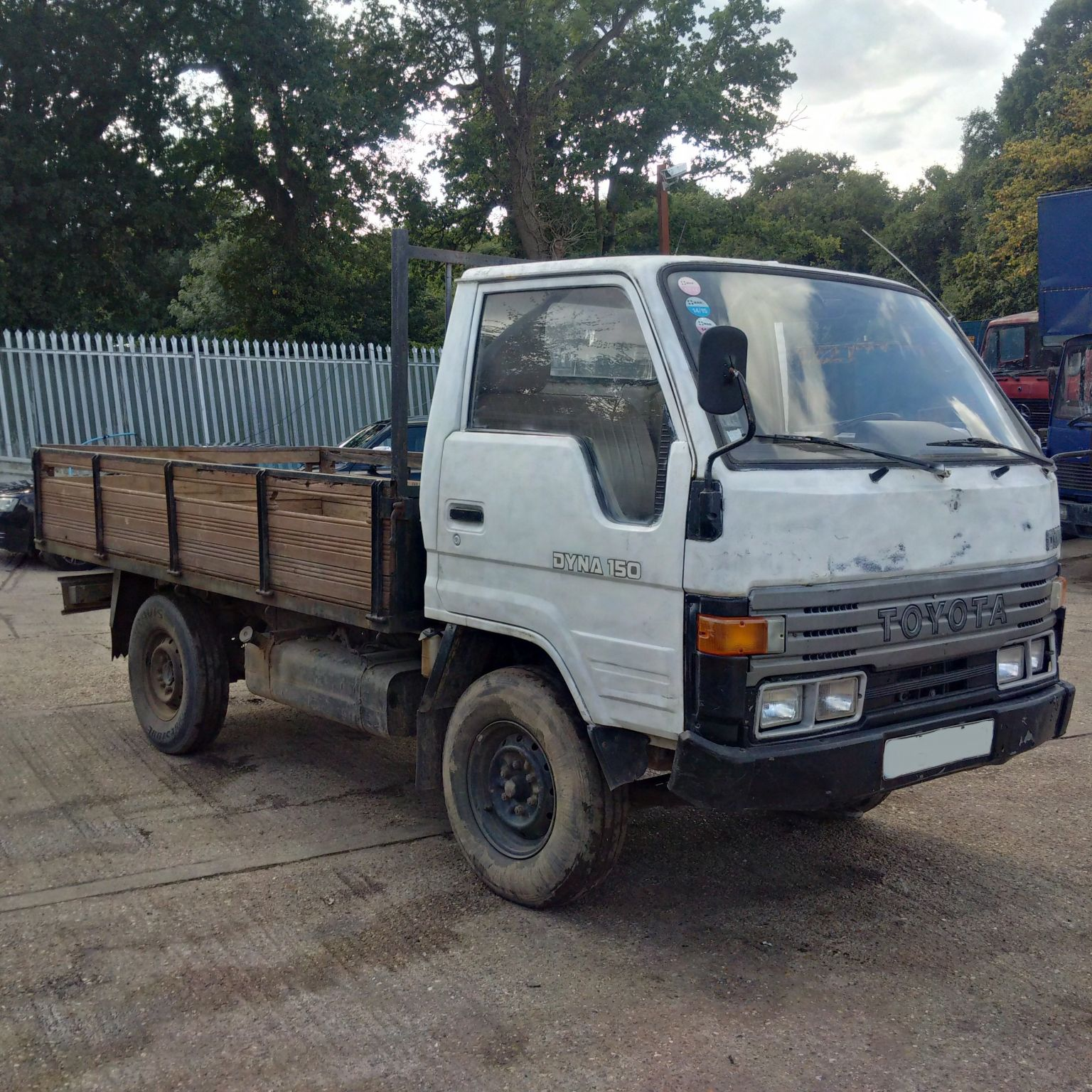 Left hand drive Toyota Dyna 150 LY61L 2.8 diesel single wheel 3.5 Ton pick up truck.