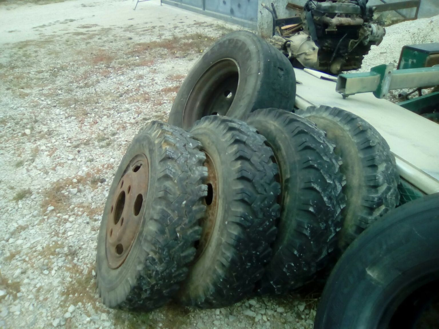 Used 650R16C tyres on rims for Toyota Dyna BU30 / 300 truck.