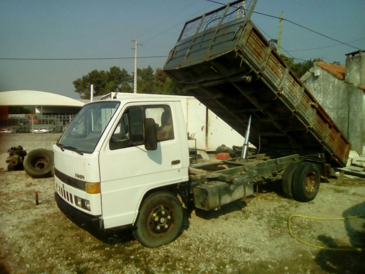Left hand drive Isuzu NKR 3.3 diesel 6 tyres 5.6 ton 3 way tipper.