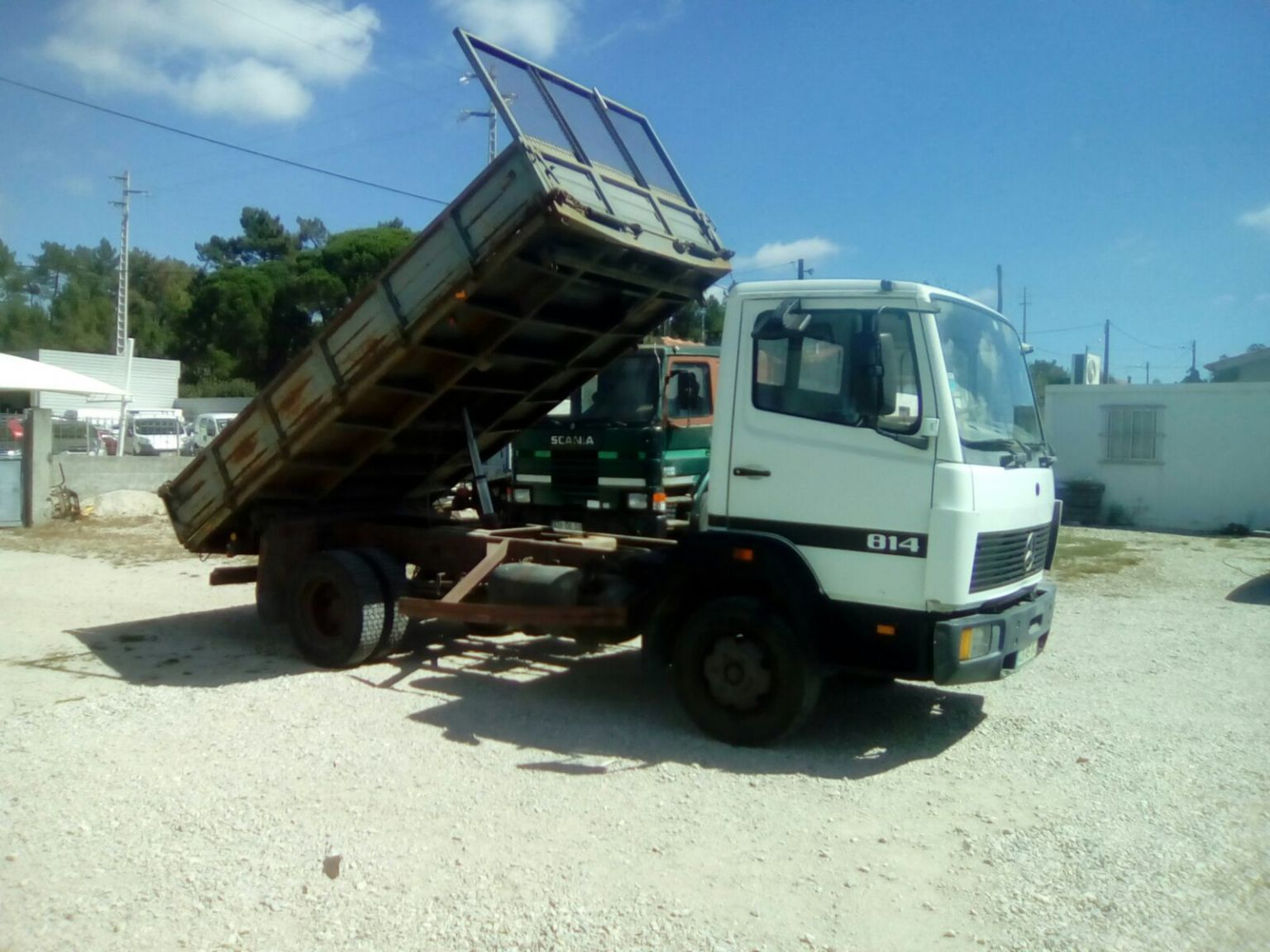 Left hand drive Mercedes Benz 814 K 3 way tipper