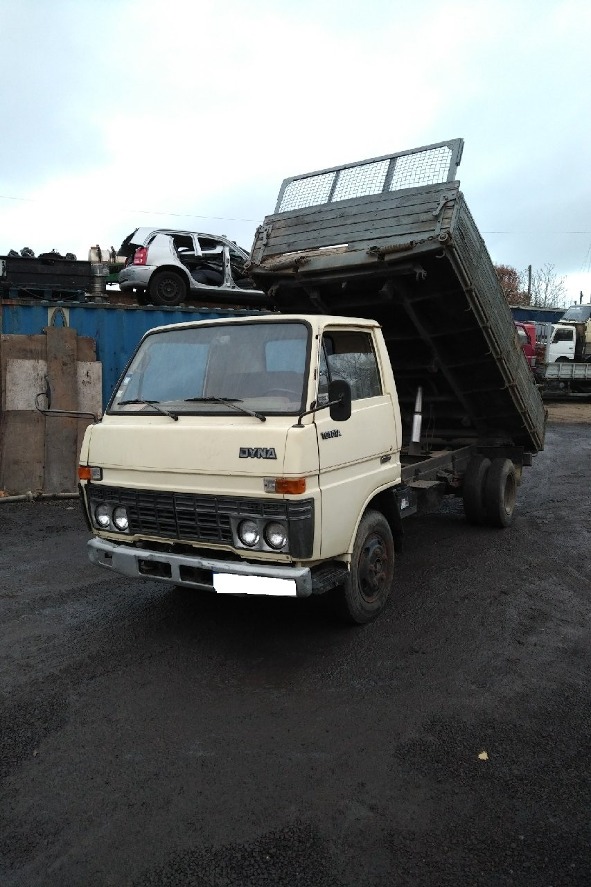 Left hand drive Toyota Dyna BU30/300 3.0 D 6 tyres 3 way tipper.
