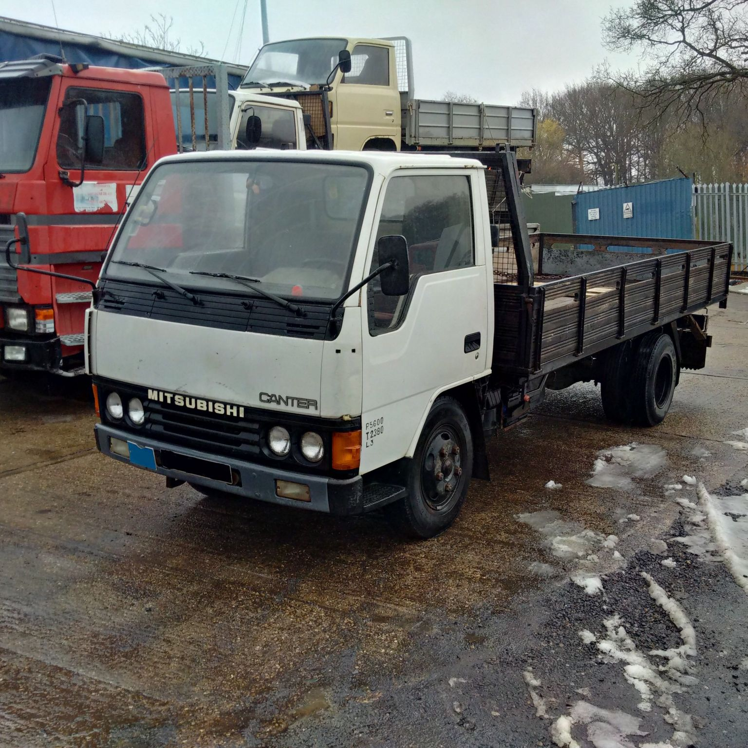 Left hand drive Mitsubishi Canter FE331 3.3 D 6 tyres truck