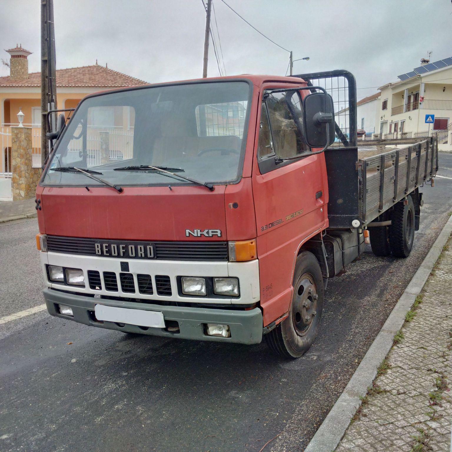 Left hand drive Isuzu NKR 3.3 D 6 tyres 6 ton truck.