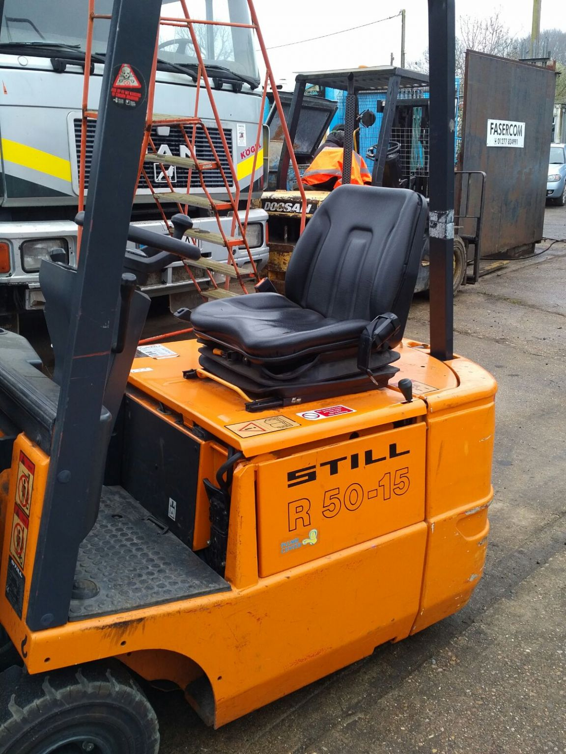 STILL R50-15 1.5 ton 3 wheeled electric forktruck. 5000 hrs.