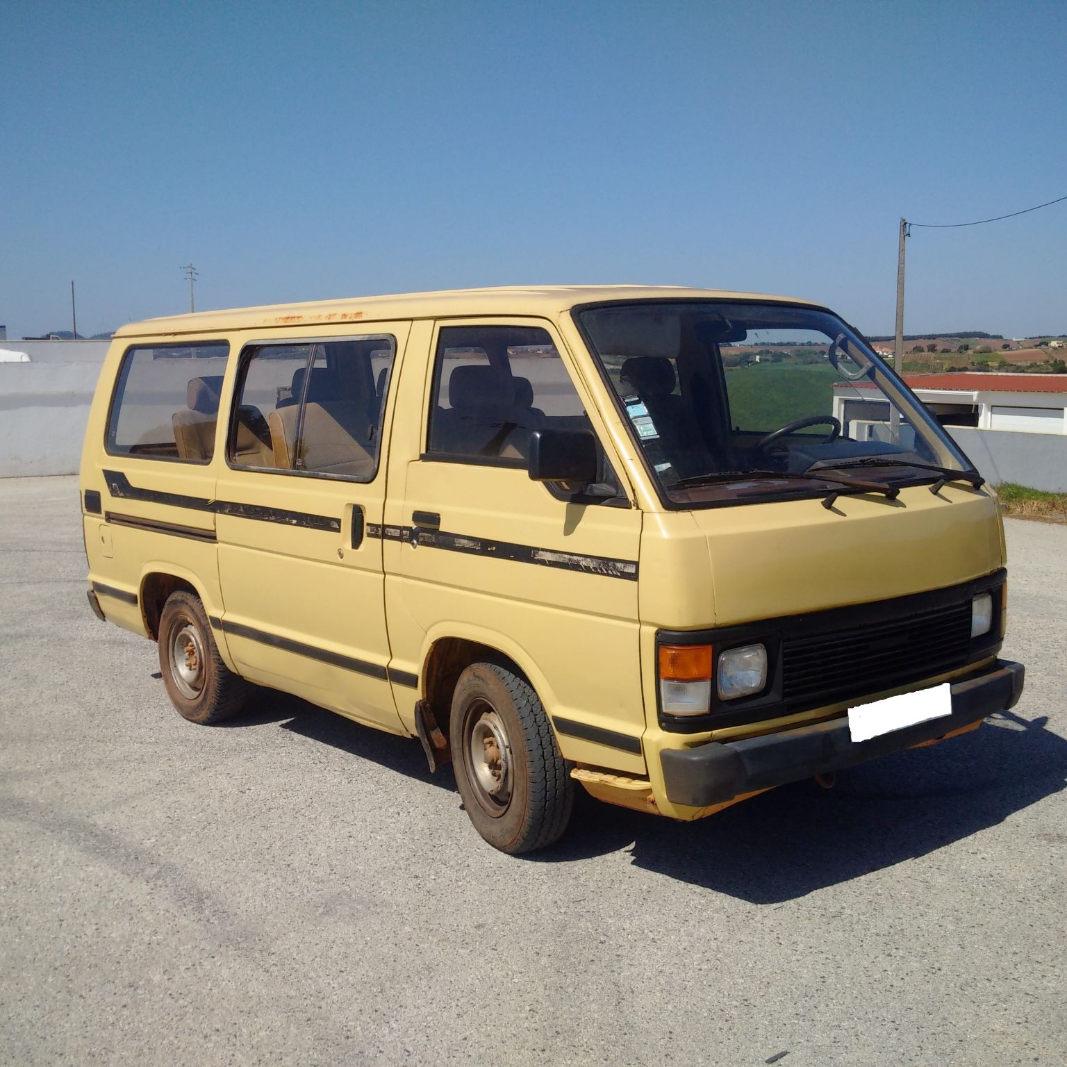 Left hand drive Toyota Hiace H12 LH51 2.4 diesel 9 seats mini bus