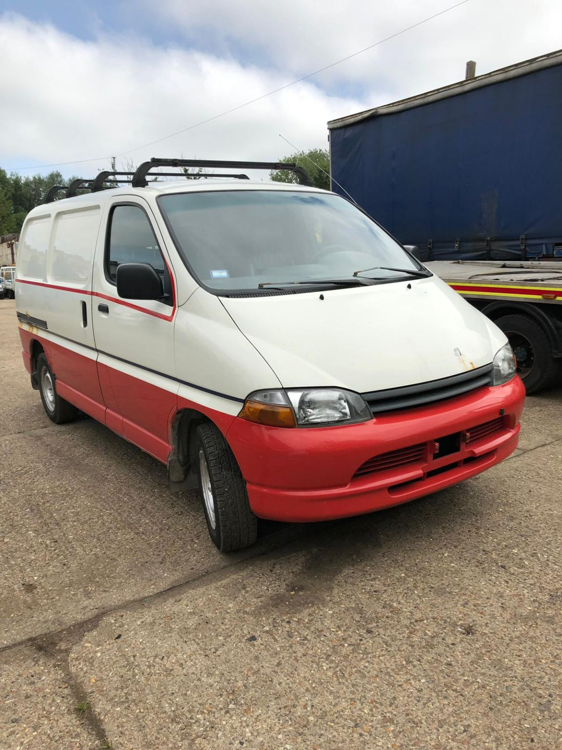 Left hand drive Toyota Hiace Powervan, 2L engine