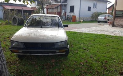 LHD Peugeot 505 Sti, Petrol,4 door saloon, manual, electric windows & sunroof, Air conditioning