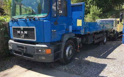 Left hand drive MAN 18.264, Flatbed truck on springs manual pump and injectors