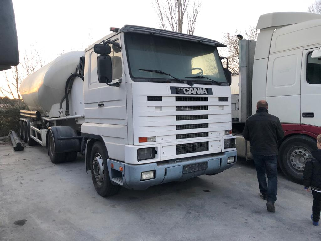 Left hand drive Scania 113h Tractor unit/trailer head, manual pump and injectors