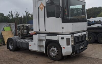 Left Hand Drive Renault Magnum, 2001, 4 x 2 Tractor Unit / Trailer head, 400 HP
